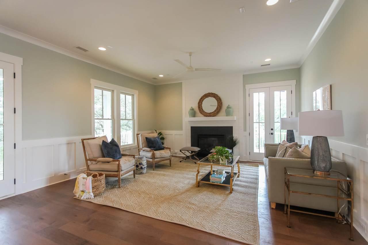 1806 Rushland Grove Lane living room