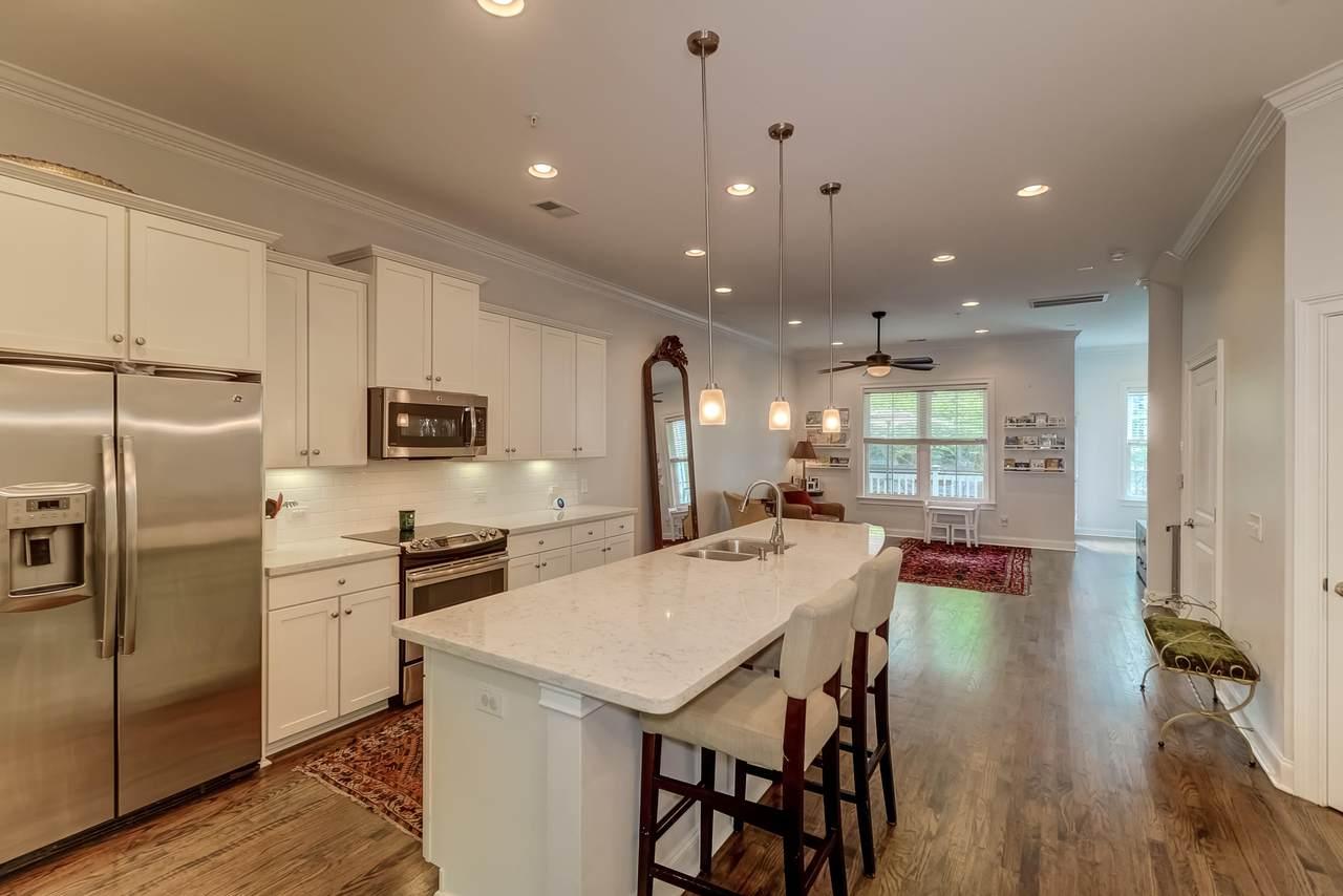 656 Coleman kitchen & living room