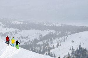 three-skiers