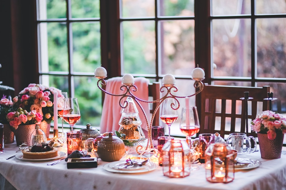 5 Quick Tips for Small-Space Entertaining Stormberg Group Blog