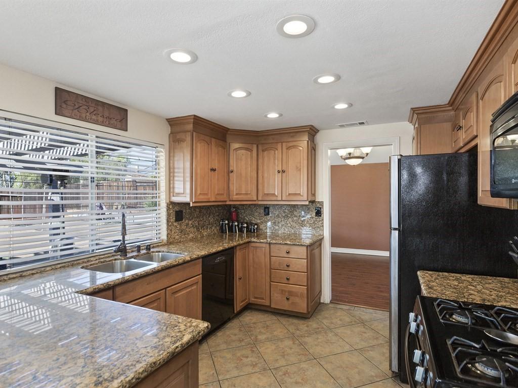 9083 Limecrest Rd. Kitchen | The DeBonis Team