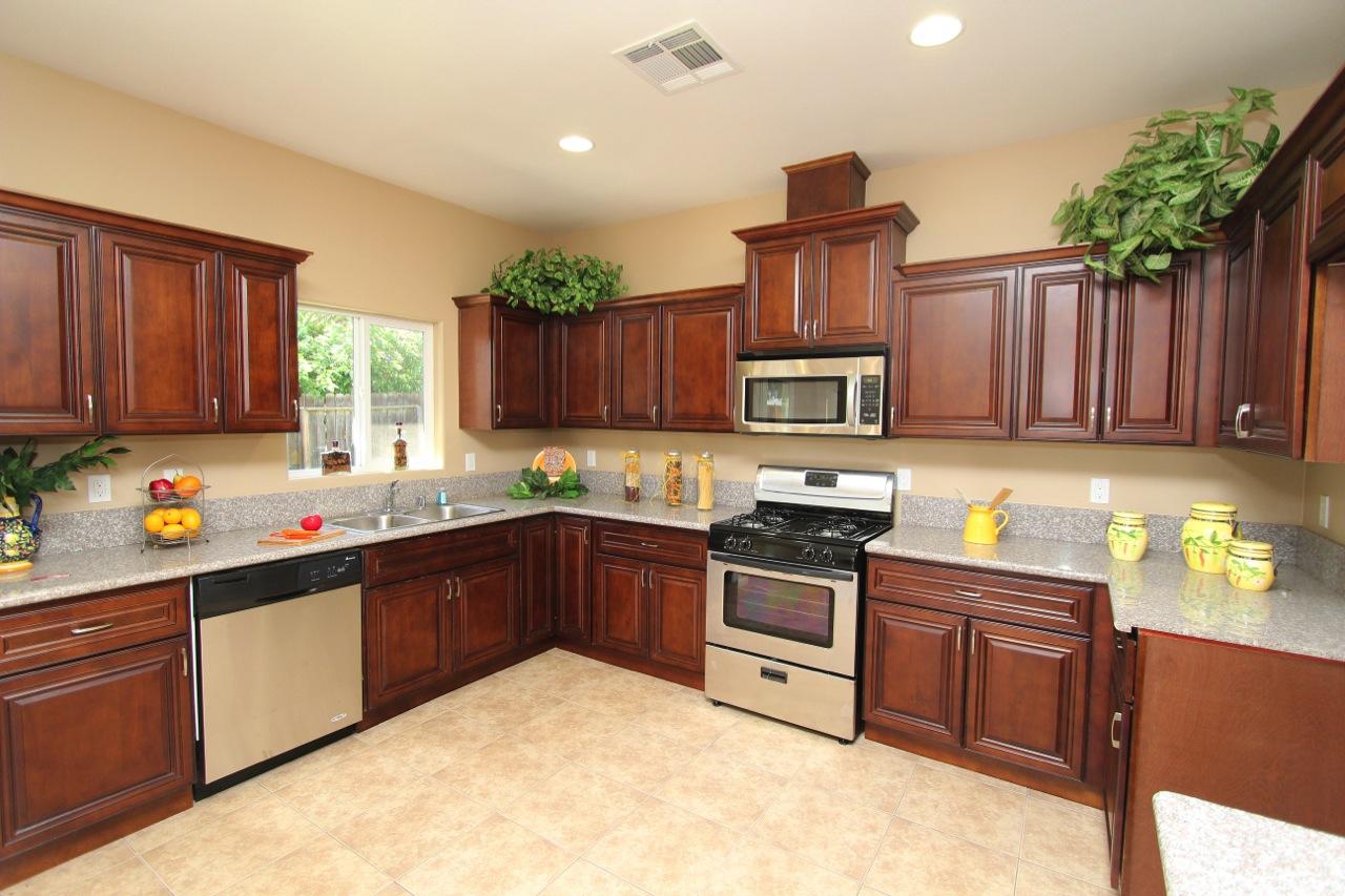 10 Kitchen 1