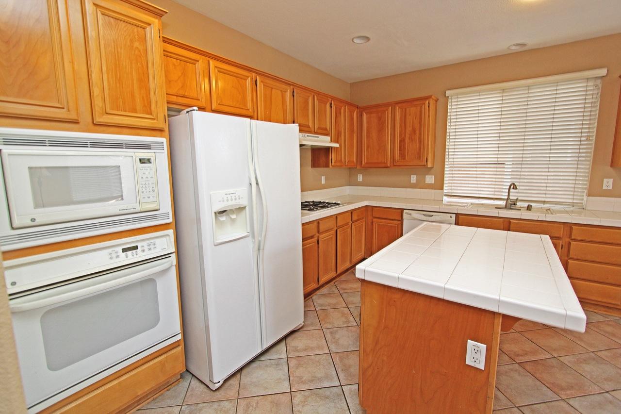 10 Kitchen 4