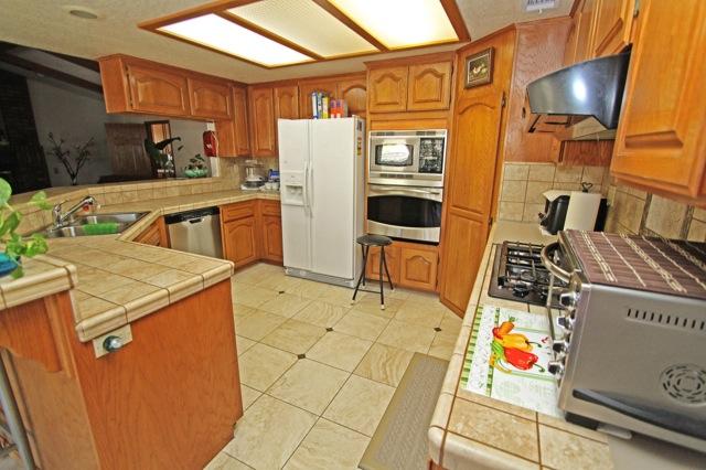 14 Kitchen 1