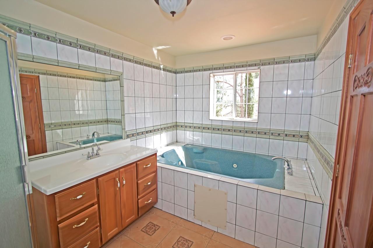19 Bathroom 1