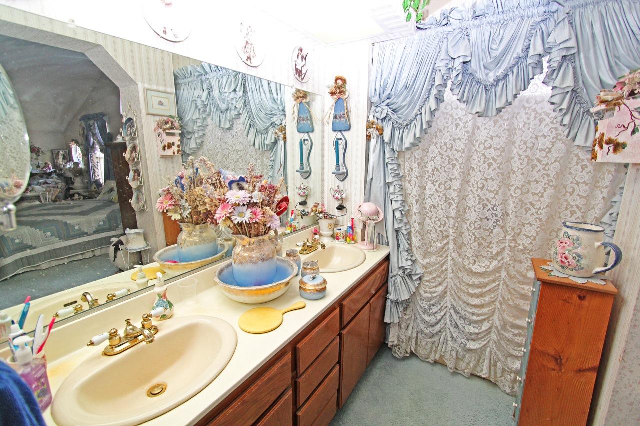 21 Bathroom 1