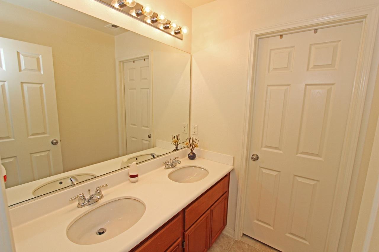25 Bathroom 2
