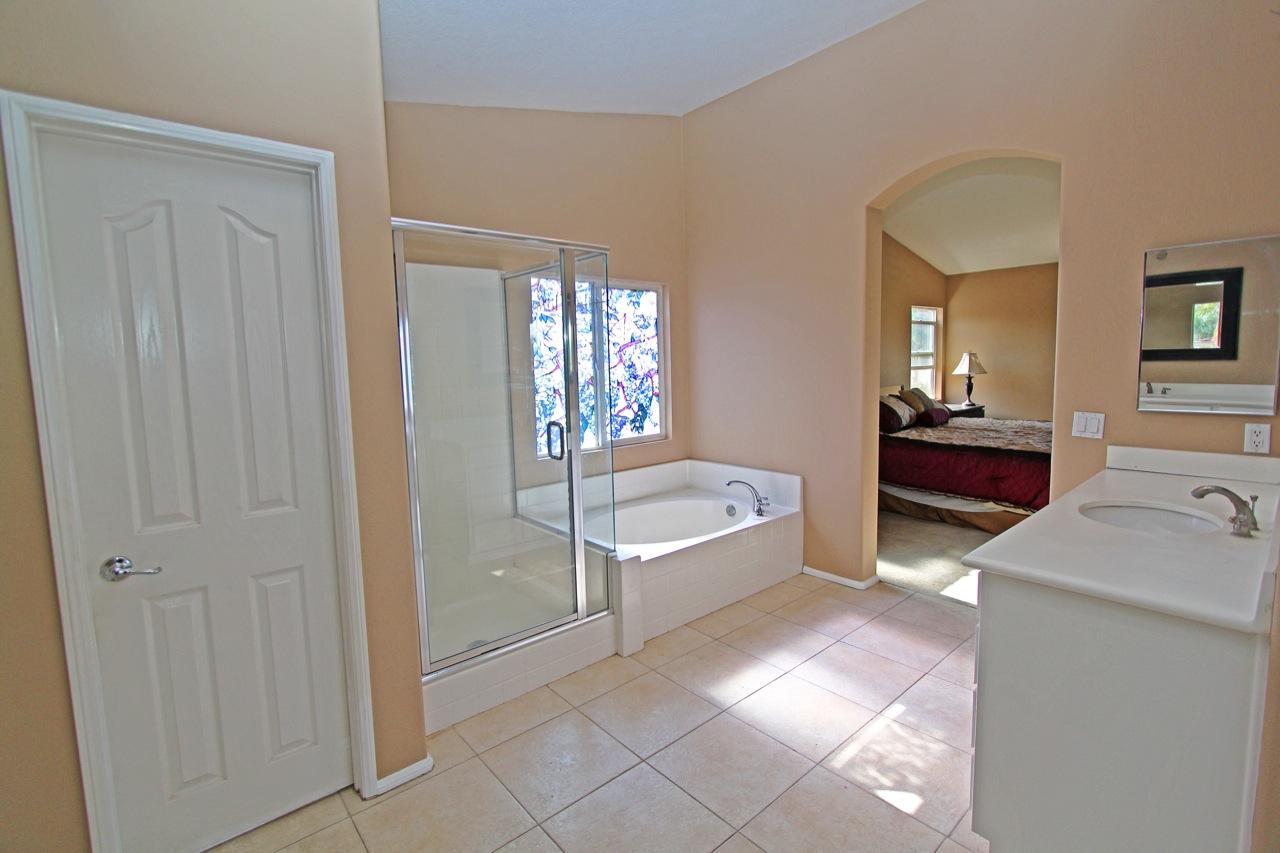 25 Bathroom 3