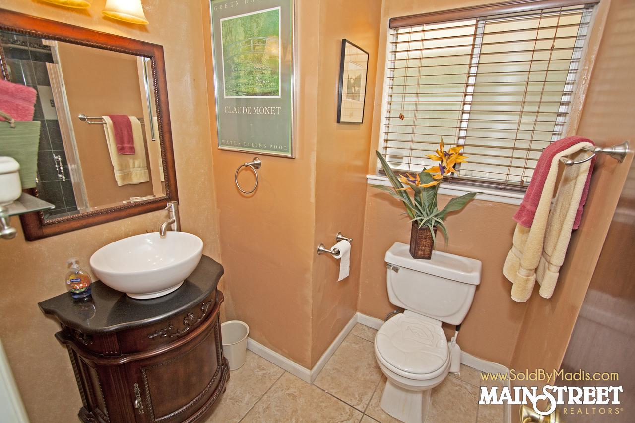 25 Bathroom 4