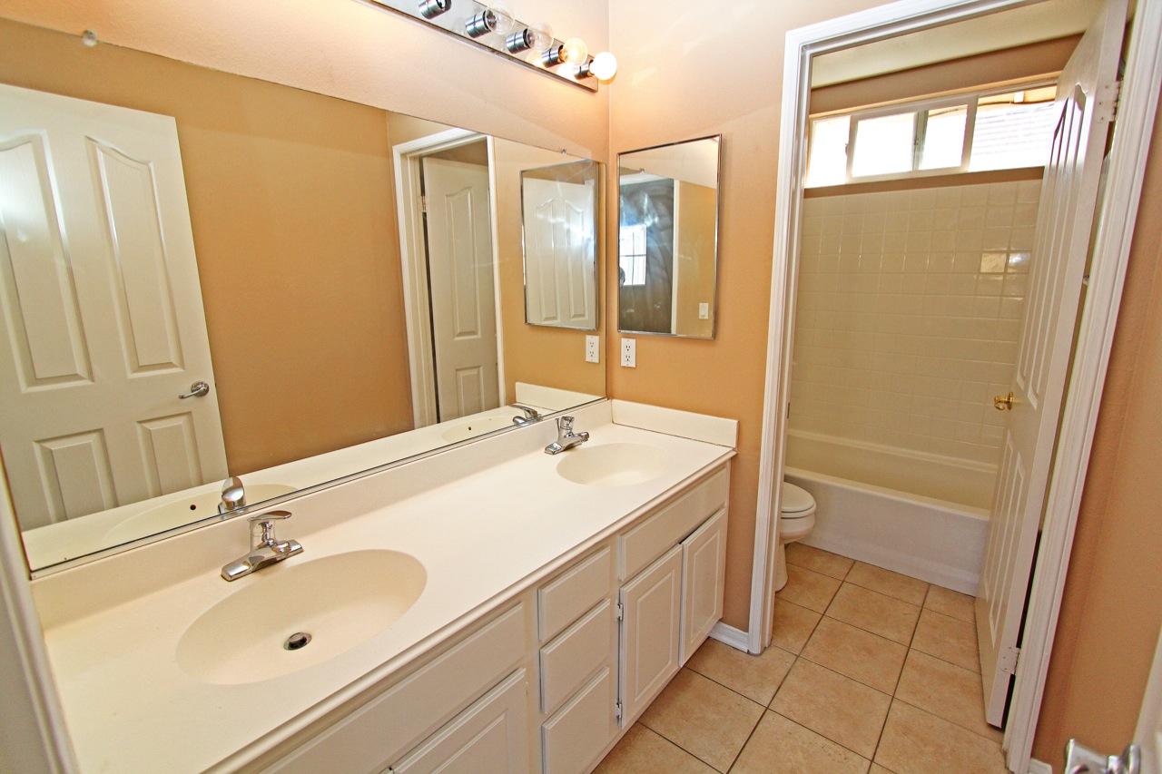 26 Bathroom 4