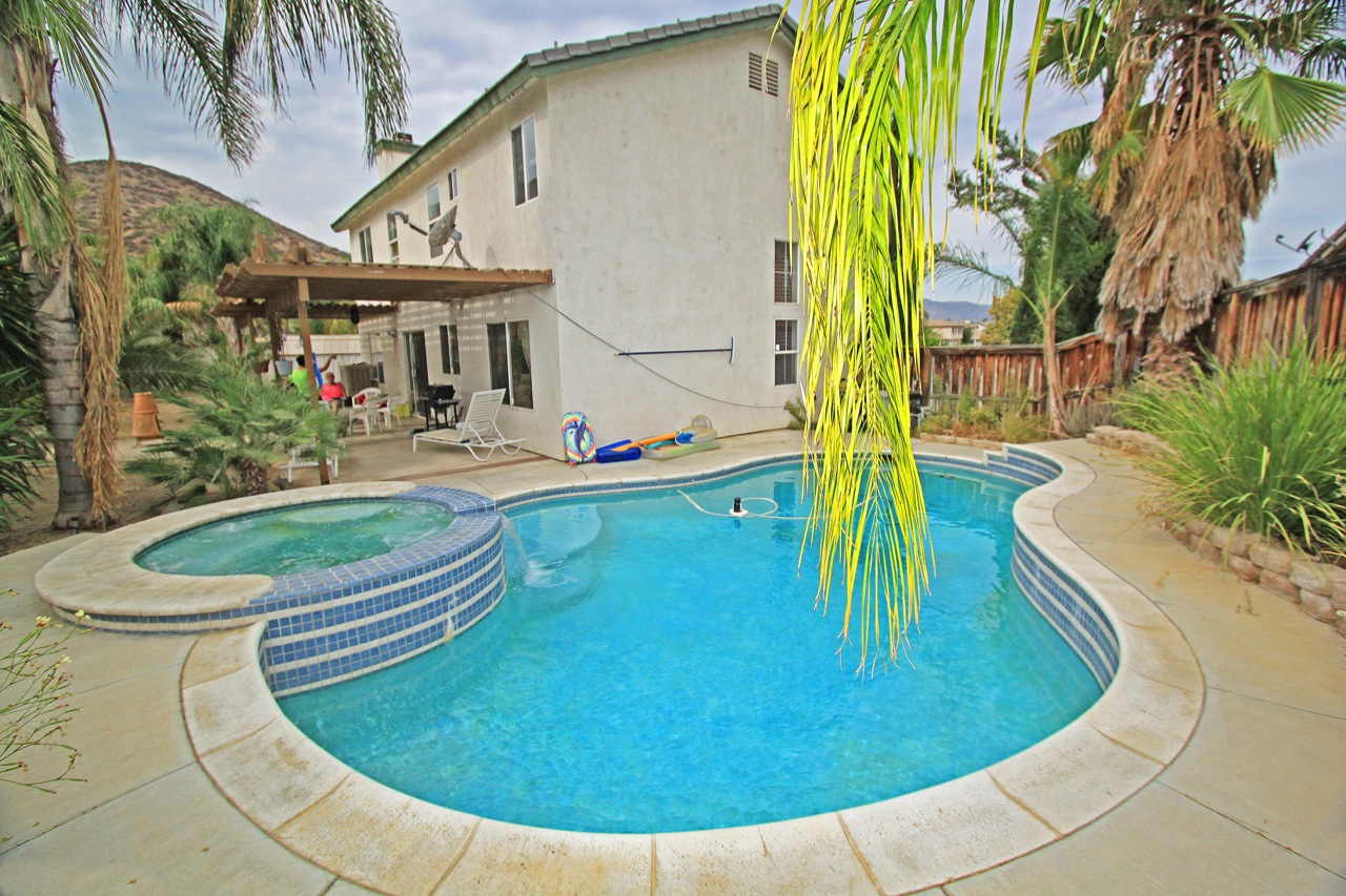 26 Swimming Pool 2