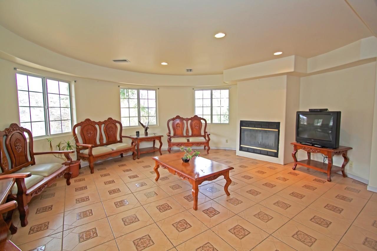 6 Living Room 1