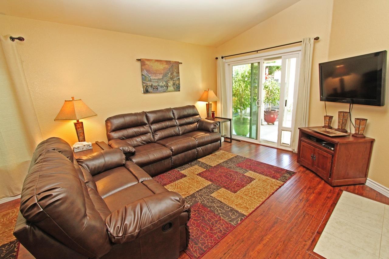 7 Living Room 1