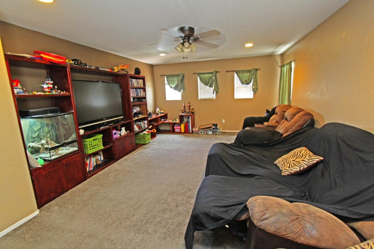 8 Family Room 1