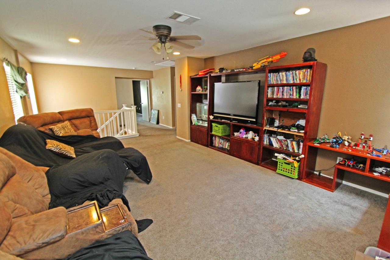 9 Family Room 2