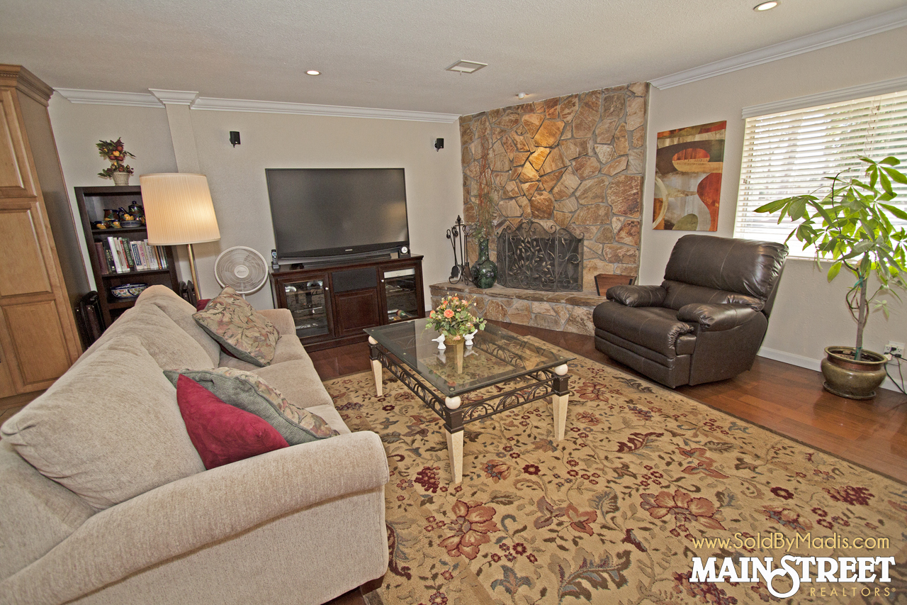 9 Living Room 2
