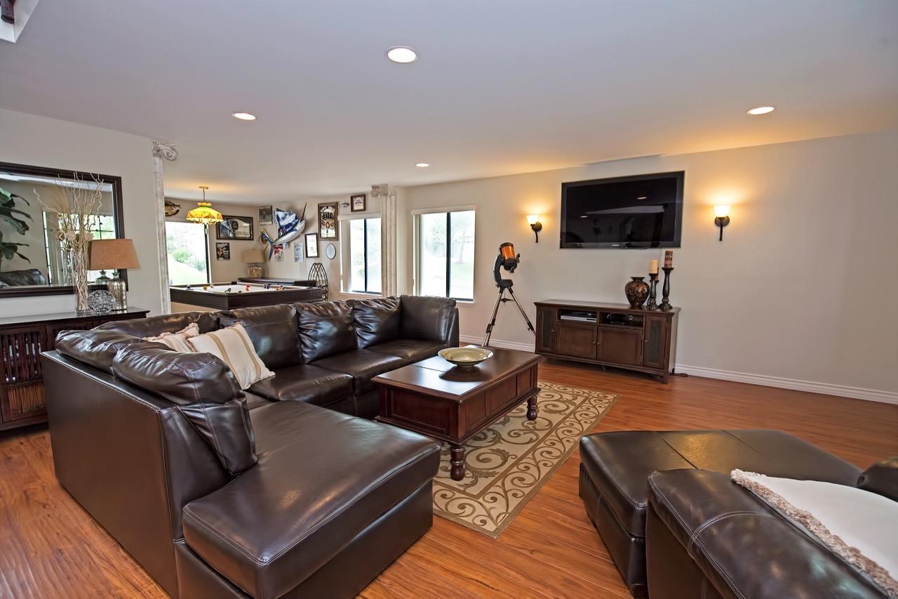 6 Living Room 3