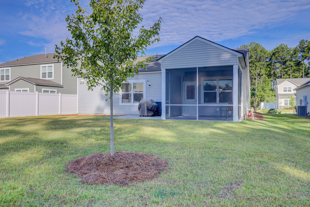 59 Augustine Road Bluffton, SC 29910 - Year Yard with Screened Porch