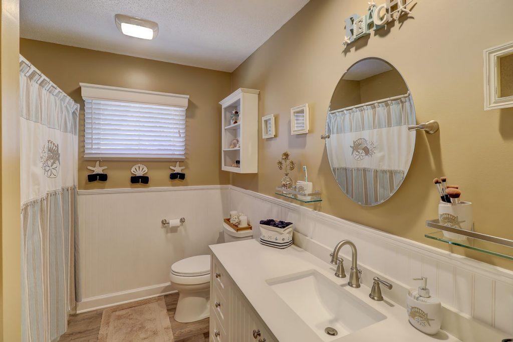 29 Fernwood Court - Master Bathroom