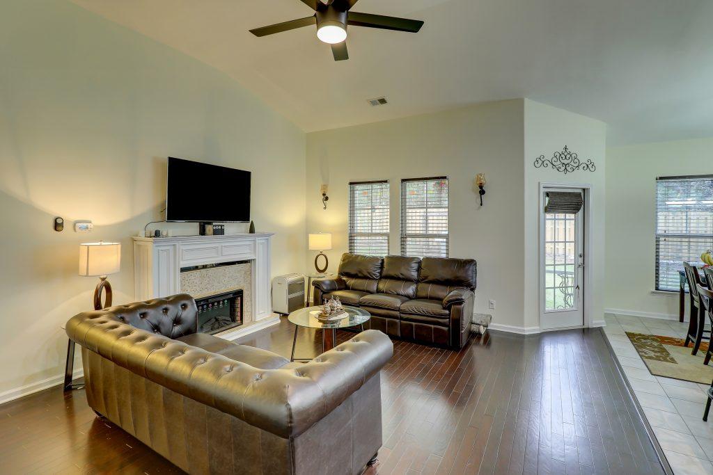 9330 Evan Way - Living Room