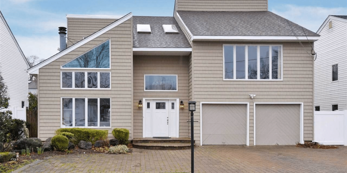 Featured Listing 1550 Parkview Ave