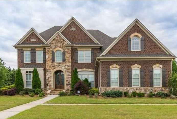 Home In River Crest Tyrone GA