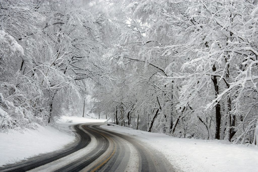 How to drive on winter roads
