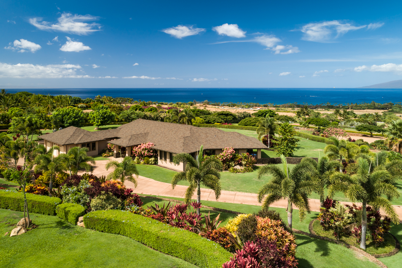 132 Mele Komo Place, Lahaina HI 96761 $3,975,000 3 Bedrooms/ 3 Baths Delightful Exquisite, unobstructed ocean, island & mountain views from this West Maui estate...