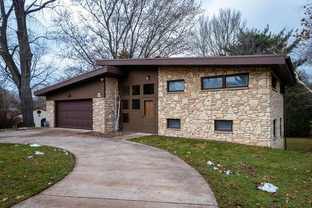 Muskego Wi mid century modern exterior
