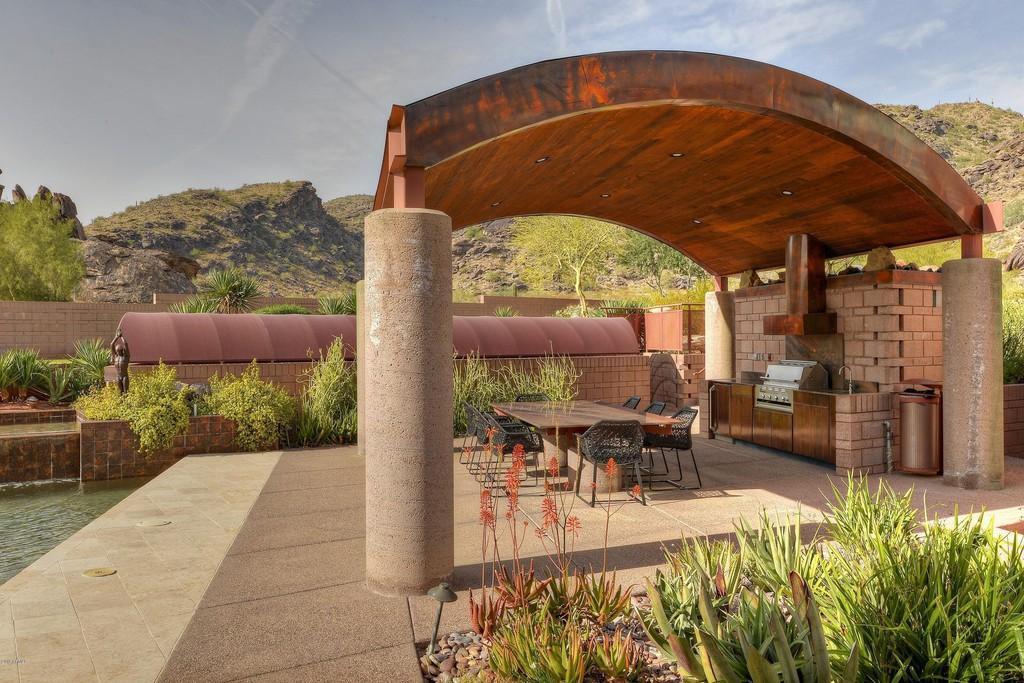 Outdoor living house in Phoenix