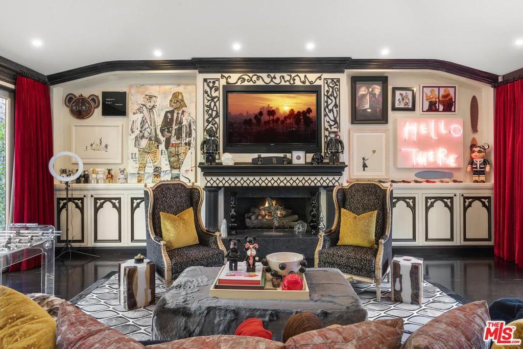 Living room art Dr Phil house