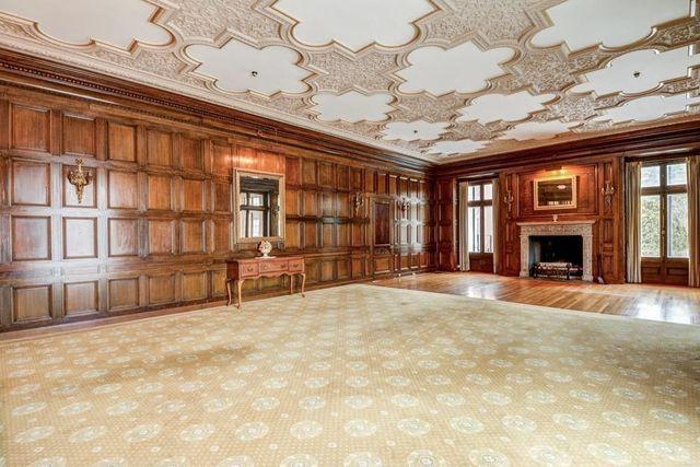 Large entertaining space Thayer estate