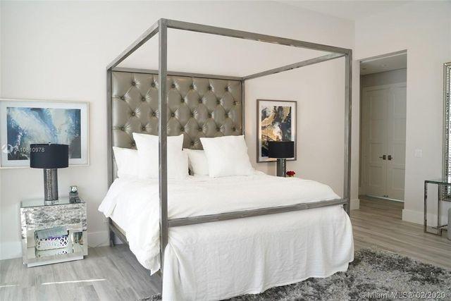 Owner's suite bed Vick House Plantation