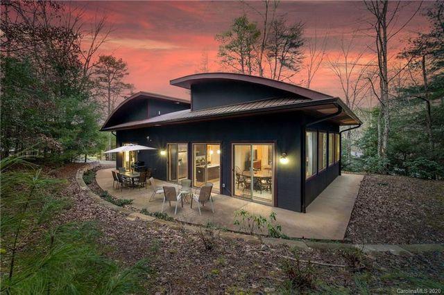 Asheville, NC modern mountain retreat exterior