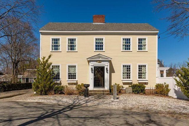 Salisbury, MA Colonial home exterior