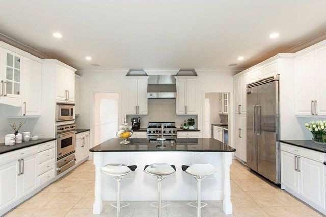 Hamptons summer house kitchen