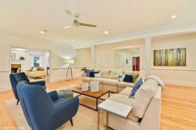 Hamtons summer house living room
