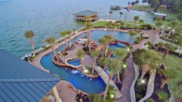 Livingston, TX cool pool house exterior