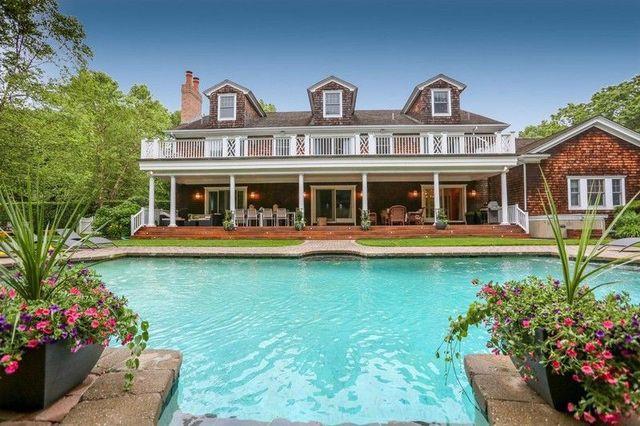 Hamptons summer house pool