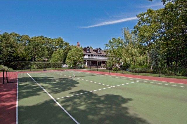 Tennis court Hamptins Summer house