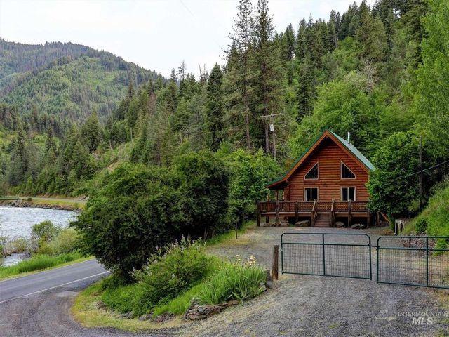 Grangeville ID log cabin exterior