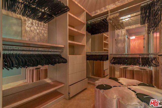 Owner's suite closet