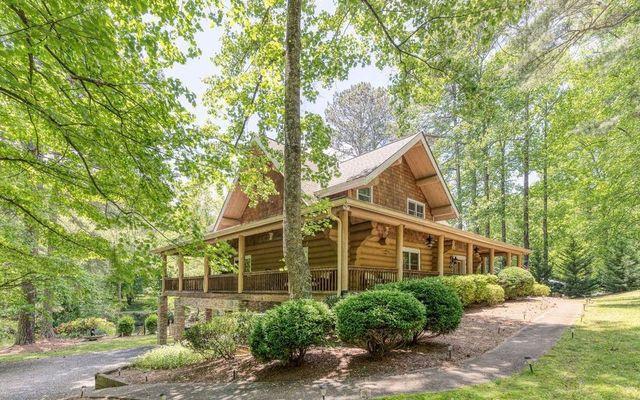 Ellijay GA log cabin exterior