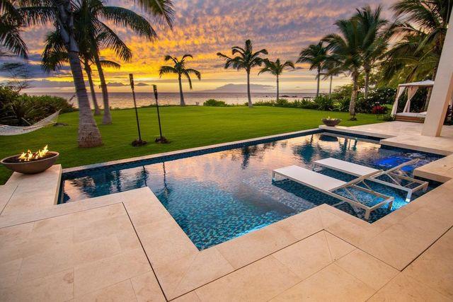 Kihei, HI pool and ocean view