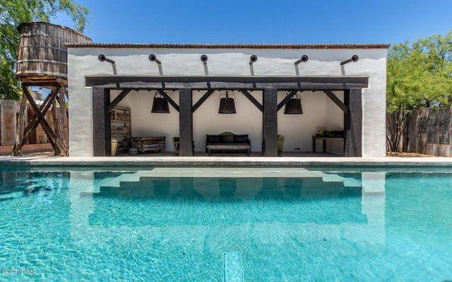 Pool house Diane Keaton house in Tucson