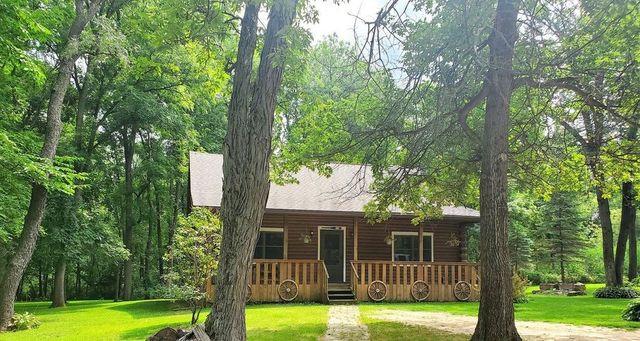 Leaf River, IL log cabin exterior