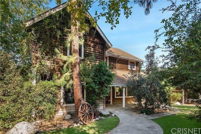 Exterior Rainn Wilson's Agoura Hills house