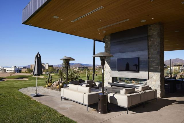 Outdoor patio seating at the Seven Desert Mountain clubhouse.