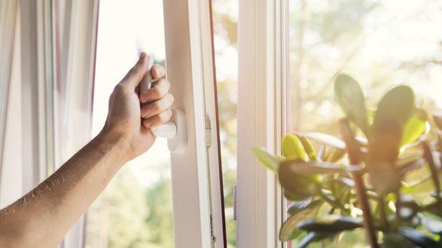 open windows vs. air conditioner