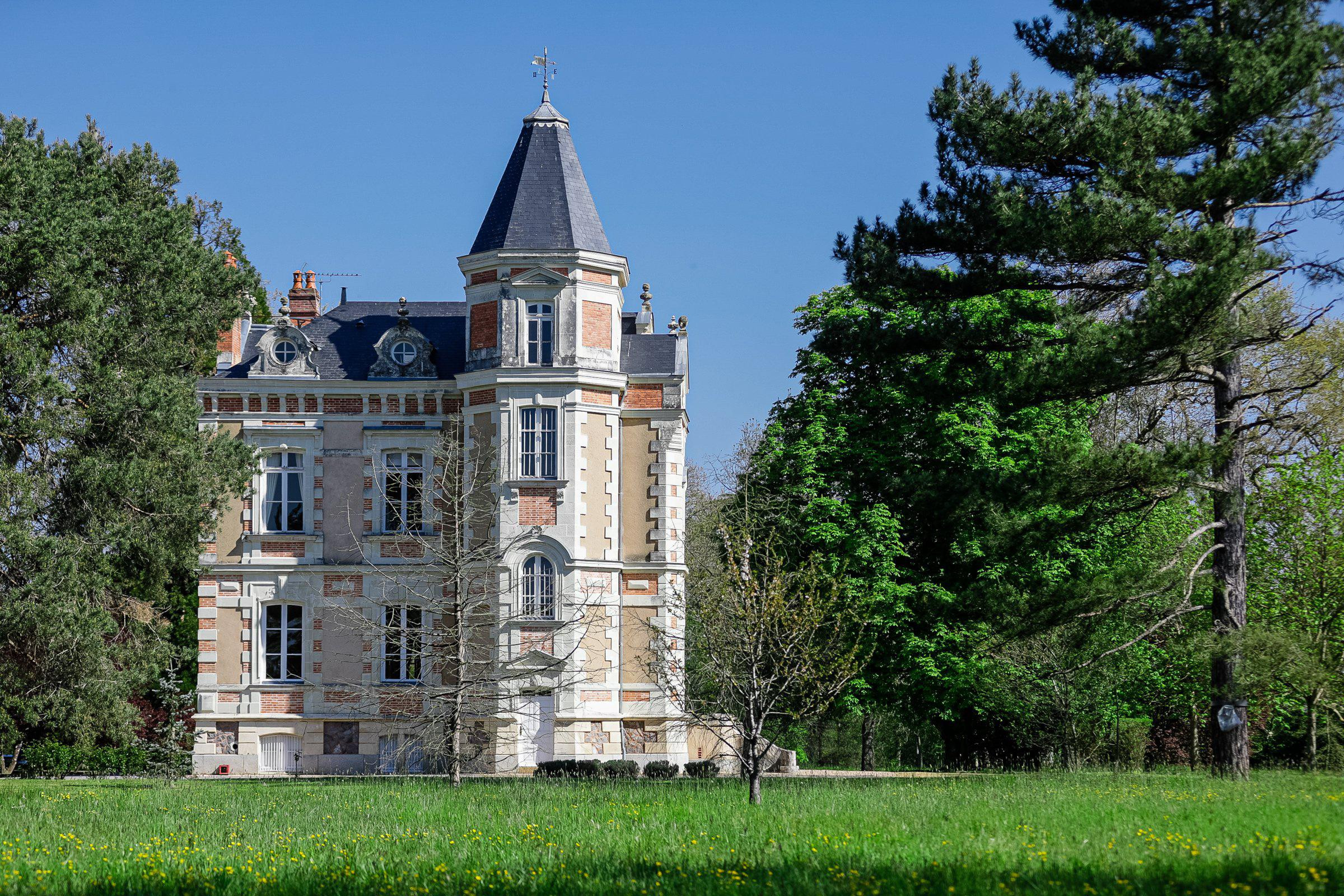 Buying A French Chateau Can Cost Less Than A Los Angeles Teardown